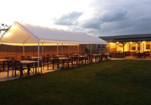 Der Biergarten am Abend